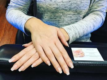 ovaal-met-afgekapte-punt-nagelvorm