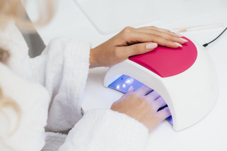 A Large Lamp Helps! How To Apply Gel Nail Polish Light Without Smudges