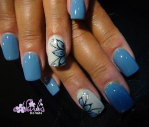 Manicura en tonos pastel con Nail Art