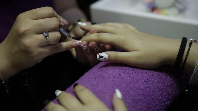 Haciendo Diseños Top en Nails Coruña