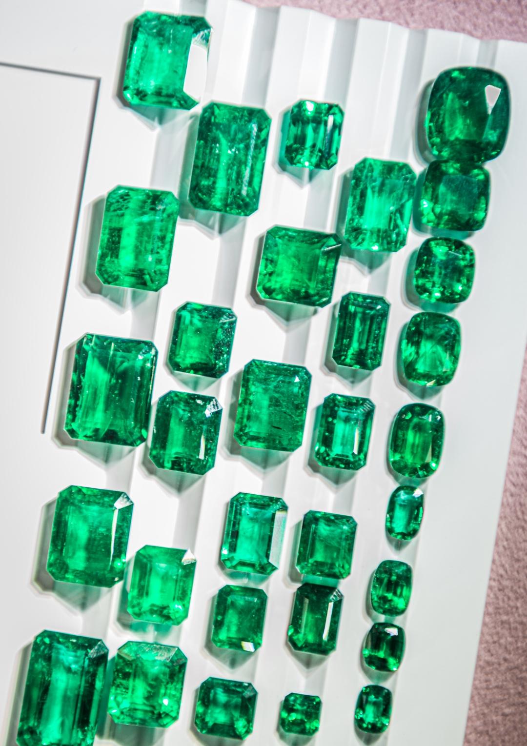emerald, inkalamu, lion emerald, inkalamu emerald, gemfields, diacolor, dlf emporio, eyesforluxury, luxury photographer, luxury blogger, luxury writer india, lifestyle photographer, lifestyle blogger, naina redhu, naina, naina.co, zambian emerald, high commissioner, zambia, kagem mine, emerald mine, eyes for luxury
