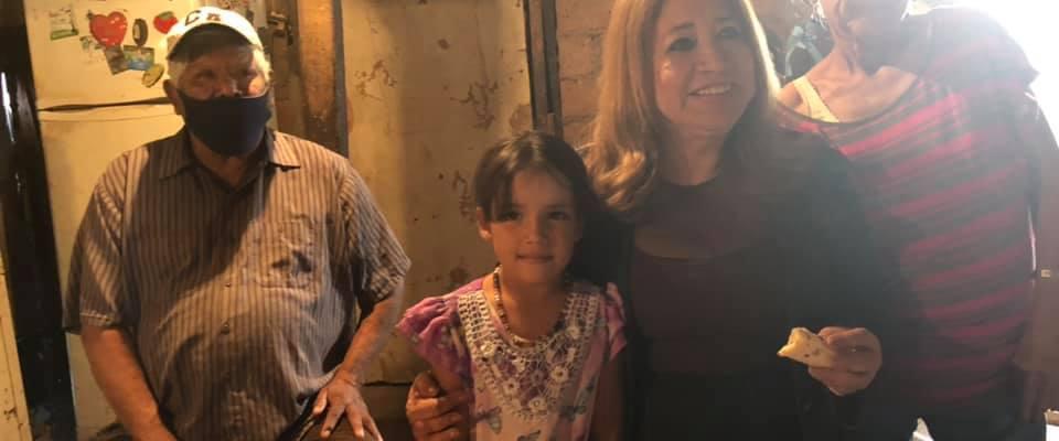 Petra Santos en visita a la familia Martinez Solís de la colonia Matiaz