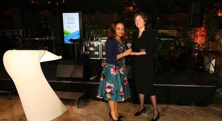 L – R: Inez Murray, Chief Executive Officer, Global Banking Alliance for Women presenting the award for Women's Market champion to Susan Okoh, Head, Diamond Woman , Diamond bank Plc, at the Global Banking Alliance for Women awards held in Jordan recently.