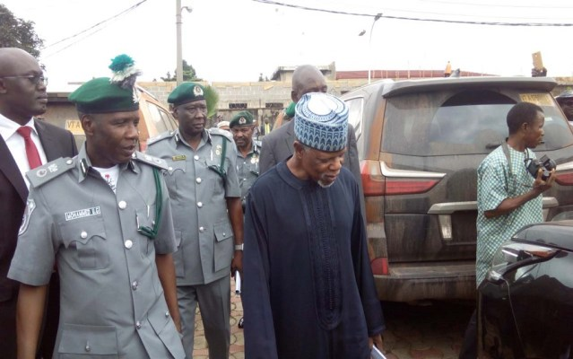 Nigeria Customs Service shuts 272 car marts over smuggled car sales , Border closure: Amid N5bn daily revenue, Customs officials lament allowance slash