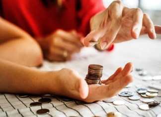 Financial skills everyone should master (1), 5 skills not taught in school but must be learnt