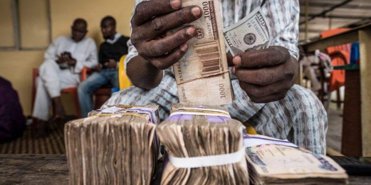 Naira falls at the black market despite growing Nigerian foreign exchange reserves