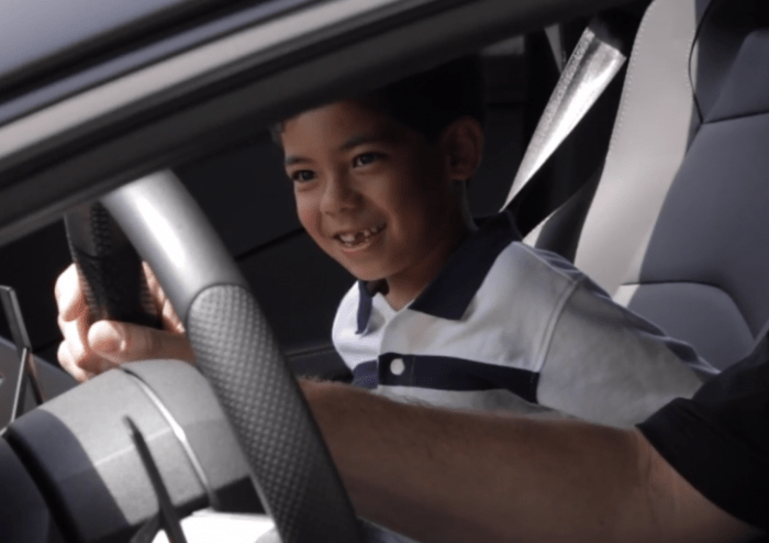 7-Year-Old-Lamborghini-Fan-Gets-a-Birthday-Surprise--728x514