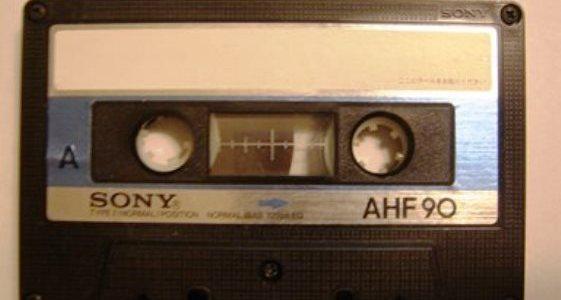涙が止まらない・・・余命僅かな新婦の父親が、二人の為にプランナーに託した10分間のカセットテープ