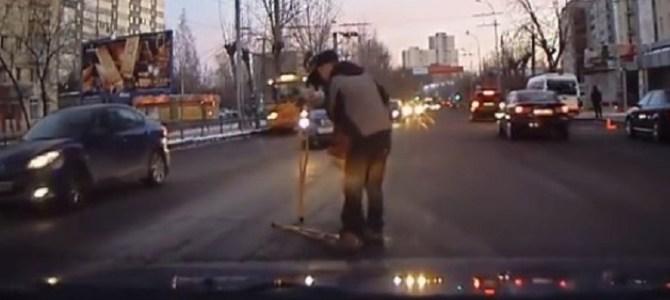 ドライブレコーダーが捉えたロシアの人々の人情に心温まる