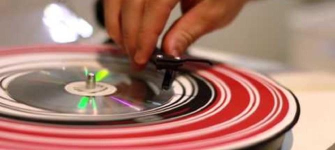 レコードプレーヤーでもCDプレーヤーでも再生できるハイブリッドディスクが話題に!