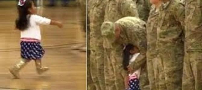 帰還兵たちの歓迎式典中、いきなり飛び出してきた少女が向かった先は?