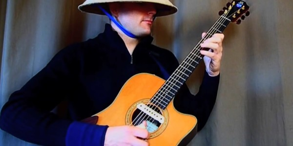 アコースティックギター1本でトランシーなダンスミュージックを演奏する天才!