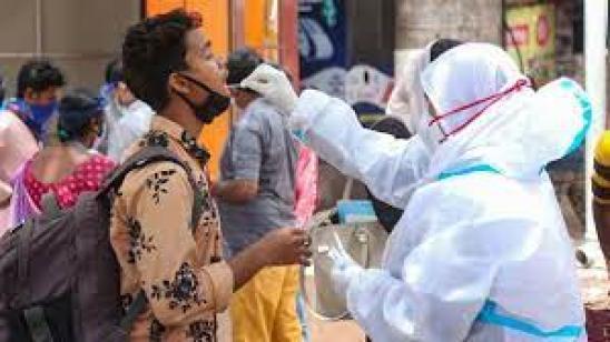 দুর্গাপুজোর সপ্তমীতে দেশে নামল করোনা গ্রাফ