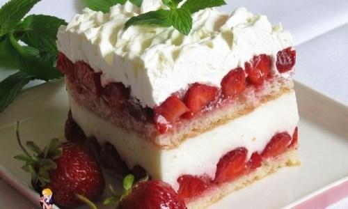 LAGANI LJETNI KOLAČ: Osvježavajući desert s jagodama i šlagom