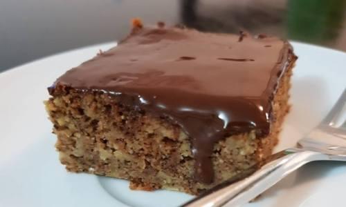 BRZO I JEDNOSTAVNO: Sočni kolač s rogačem i jabukama