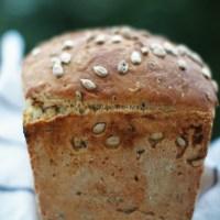 Chleb pszenny z ziarnami (drożdżowy)