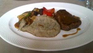 Stek z polędwicy wołowej z sosem pieprzowym