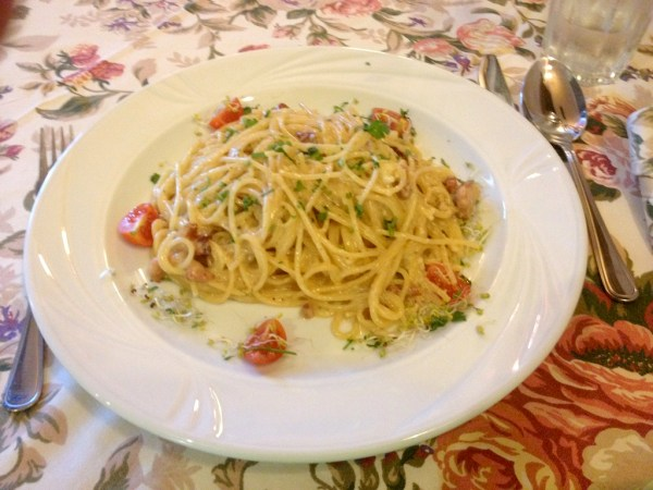 Spaghetti carbonara, Villa Toscania