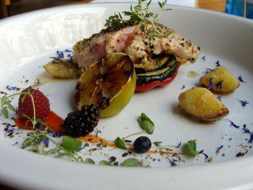 Stek z tuńczyka - restauracja Momo, Poznań