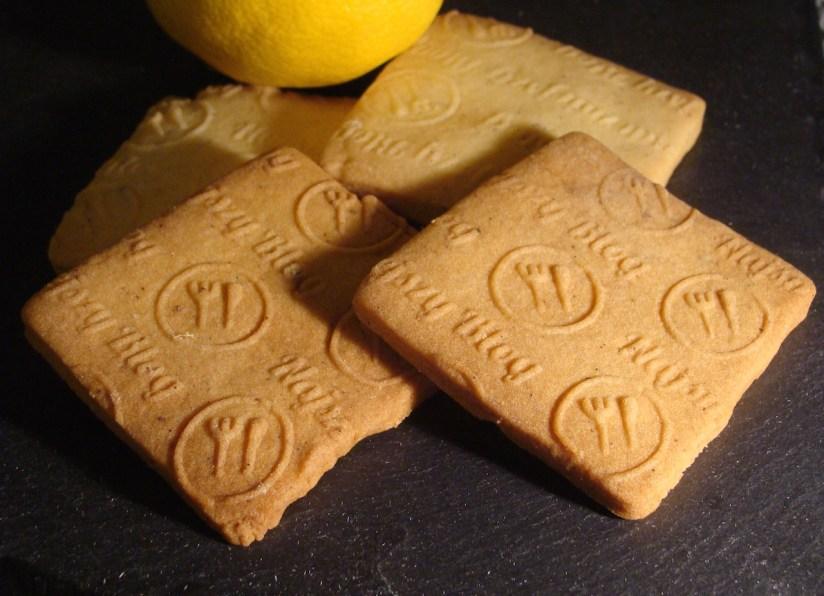 Łatwe kruche ciasteczka maślane z wzorem