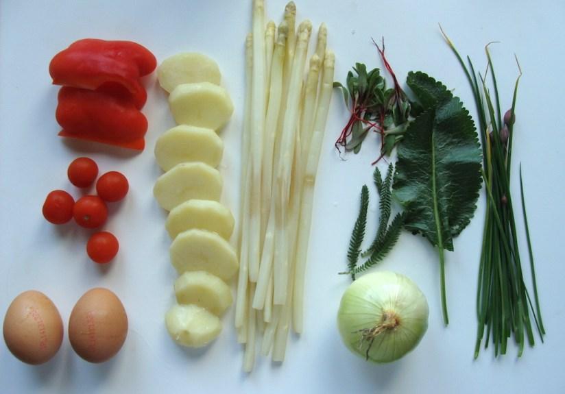 Omlet hiszpański zapiekany ze szparagami- główne składniki