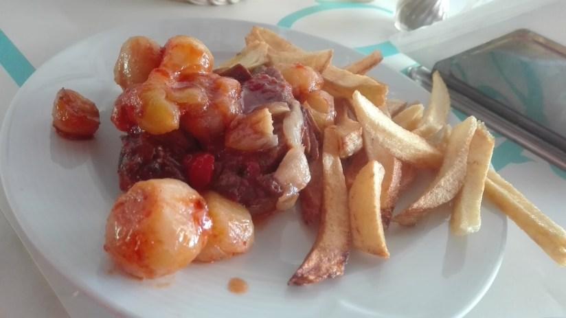 Olga's restaurant Poros Grecja - beef stifado