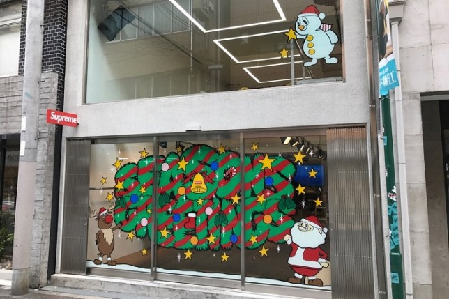 supreme-japan-christmas-store-fronts-10