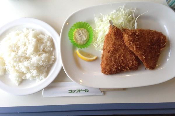 中山競馬場レストラン「コックドール」でアジフライを食べる