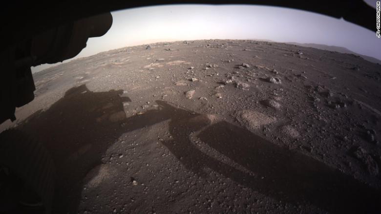 Планетоход Perseverance впервые проехал по марсианской поверхности