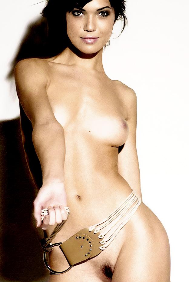 Mandy Moore Nude
