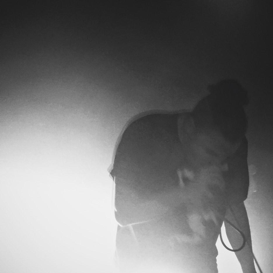 알렉스 바르가스가 2015년 10월30일 덴마크 오덴세 단독 공연 무대에서 열창하는 모습 (사진: 여지형)
