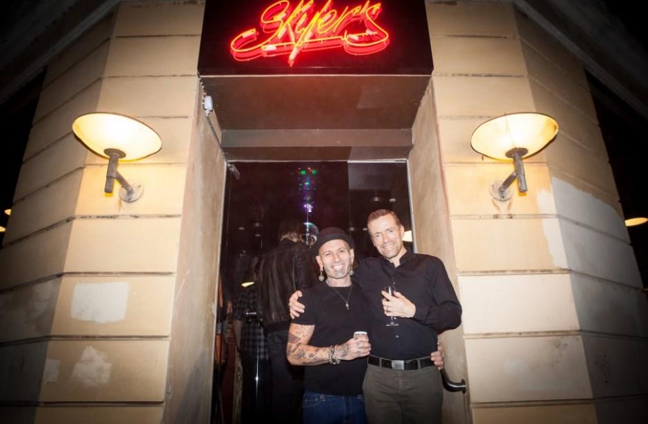 스카일러스 카페를 운영하는 주인장 스카일러(Skyler)와 그의 파트너 클라우스(Klaus) (사진: 여지형)