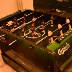 A mini football table with Carlsbergs avertissements inside and outside.
