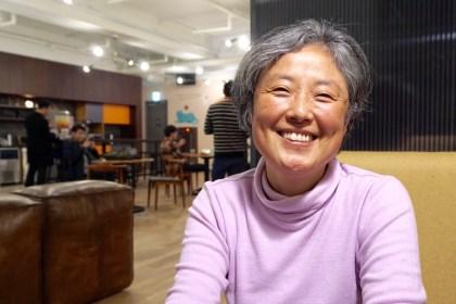 2017년 12월7일 오후 이해견 씨과 NAKED DENMARK 안상욱 에디터와 인터뷰에서 자유학교에 합류한 계기를 설명했다 (사진: 안상욱)