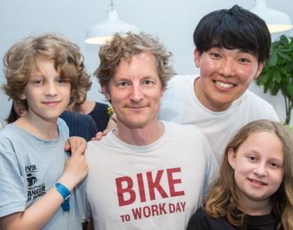 NAKED DENMARK 김희욱 공동대표(오른쪽 위)와 친구 가족(사진: 여지형)