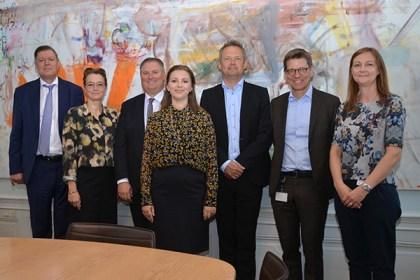 디지털 허브 덴마크 이사회. 왼쪽부터 부회장 Michael Dithmer, Susanne Hyldelund, 회장 Per Kogut, Kathrine Stampe Andersen, Ulrik Nødgaard, Lars Frelle-Petersen, Hanne Meldgaard. Henrik Bodskov는 없다. (덴마크 산업부 제공)