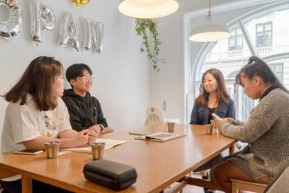 2018년 9월10일 오후 3시 코판 라이스에서 만나 덴마크 워홀 경험담을 나누는 참가자. 왼쪽부터 서아름, 우승찬, 김보임, 지민경(사진: 안상욱)