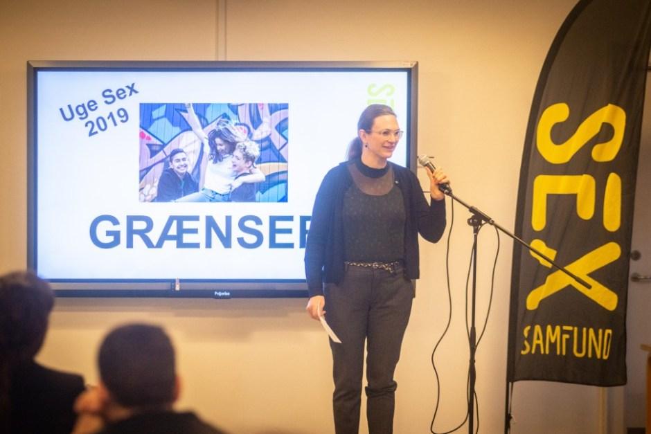 메레테 리사게르(Merete Riisager) 덴마크 교육부 장관이 2월4일 아침 8시 레르그라우스파르켄스 초중등학교(Lergravsparkens Skole)에서 성교육 주간이 시작됨을 알렸다 (Sex og Samfund 제공)