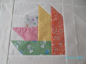 Single floral bouquet quilt block by Nakeytoes Quilting