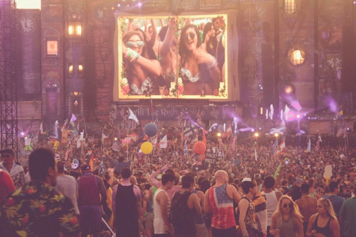 TOMORROWWORLD 2013-1348