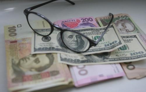 Реальна зарплата в Україні в травні зменшилася на 27,6%