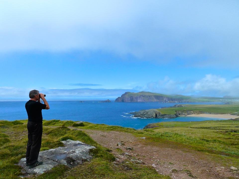Pohled na moře a pobřeží z okruhu Ring of Kerry v Irsku