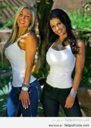 ¡Qué bonitos jeans de las dos! ¿Rubia o morena?