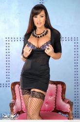 Lisa Ann, milf vestida para matar a mas de uno de un infarto 2