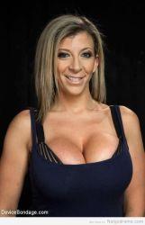 Sara Jay, milf madura con mega senos