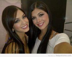 Autofoto de las gemelas Dávalos