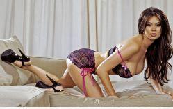 Tera Patrick super sensual en lencería morada