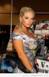 Vicky Vette, cosplay sexy militar