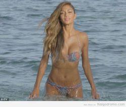 Nicole Scherzinger, una diosa emergiendo del mar