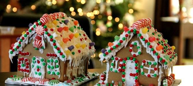 Ozdoby świąteczne: malutkie domki z piernika